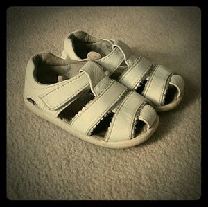 See kai run girls white sandals size 6